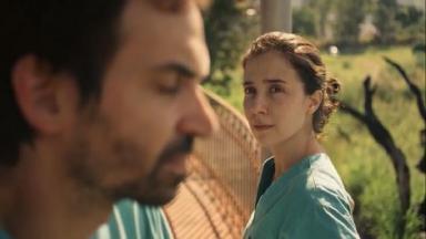 """Marjorie Estiano e Júlio Andrade em """"Sob Pressão"""""""