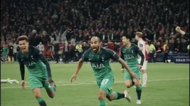 Lucas comemorando gol decisivo