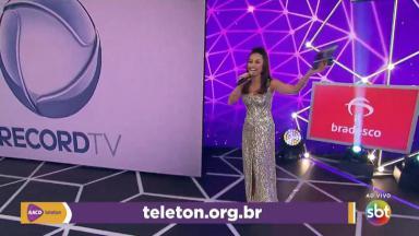 Sabrina Sato chegando ao palco do Teleton