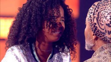 Karen Silva e Carlinhos Brown no The Voice Kids