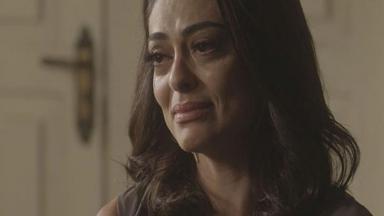 Cena de Totalmente Demais com Carolina chorando