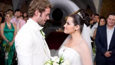 Cena do fim de Triunfo do Amor com Maria e Max se casando