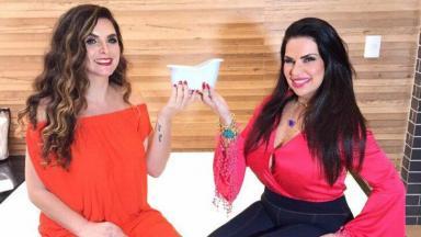 Luiza Ambiel e Solange Gomes posam com uma minibanheira nas mãos