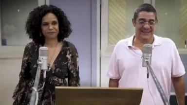 Zeca Pagodinho no estúdio ao lado de Tereza Cristina