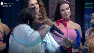 Na pista de dança, Jojo Todynho canta durante festa em A Fazenda 2020