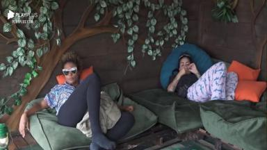 Na casa da árvore, Lidi desabafa com MC Mirella em A Fazenda