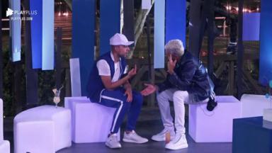 Sentados próximos à pista de de dança, Lucas e Lipe conversam em A Fazenda 2020