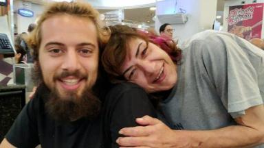 Lucas Cartolouco e a mãe