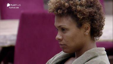 Lidi Lisboa olha sério para Luiza Ambiel