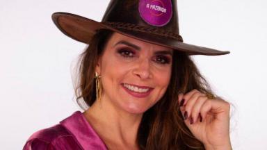 Luiza Ambiel posada sorrindo com chapéu de fazendeiro
