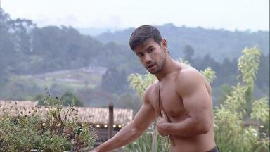 Mariano se exercita em A Fazenda 2020