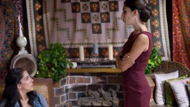 """Sandra Echeverría em cena na série """"A Usurpadora"""""""