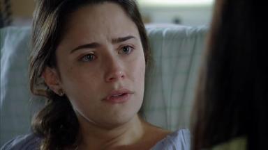 Cena de A Vida da Gente com Ana olhando chocada