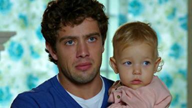 Rodrigo com Julia no colo