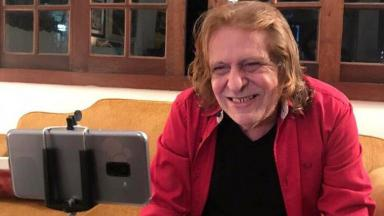 Renato Barros aparece sorridente em suas últimas imagens