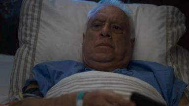 Alberto no hospital, na cama