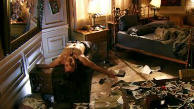 Alberto desacordado em quarto