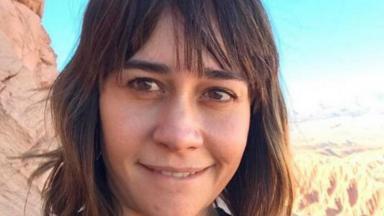 Alessandra Negrini posa para foto sorrindo