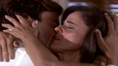 Alma e Danilo se abraçam