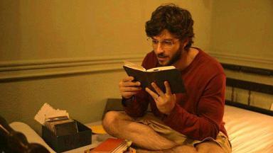 Danilo lê diário de Thelma