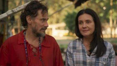 Enrique Diaz e Adriana Esteves em Amor de Mãe