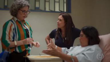 Cena onde Jane lança os macarrões a pedido de Lurdes, na cama de hospital