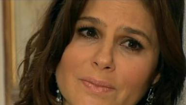 Paula em Amores Verdadeiros com cara de choro
