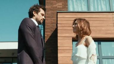 Cena do filme Amor por Aluguel