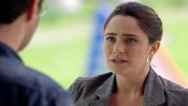 Ana encara Lúcio enquanto o dispensa