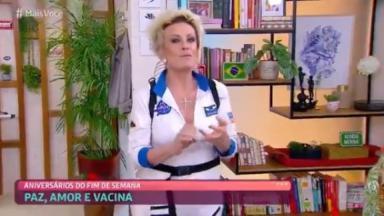 Ana Maria Braga de astronauta mandando parabéns