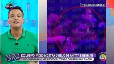 Anitta beijando Neymar