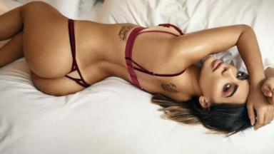 Anitta mostrando o bumbum
