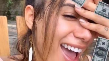 Anitta em rede social