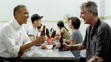 Anthony Bourdain entrevista Barack Obama em seu programa na CNN