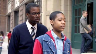 Chris Rock em cena com Tyler James Williams em Todo Mundo Odeia o Chris