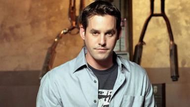 Nicholas Brendon posado na ápoca de Buffy: A Caça Vampiros