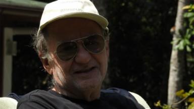 Marcílio Moraes posado de óculos e boné