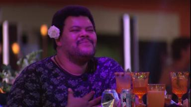 O ator sentiu saudades da namorada durante festa no reality show BBB20
