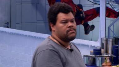 O ator Babu Santana acabou batendo de frente com Daniel na cozinha Vip do BBB20