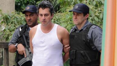 Baltazar sendo levado pelas autoridades