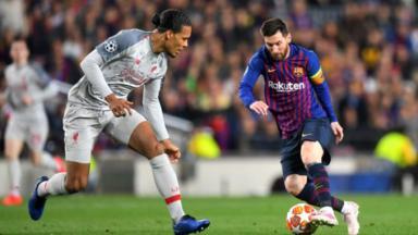 Messi driblando adversário