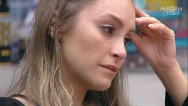 Carla Diaz chorando no BBB21 após briga com Arthur