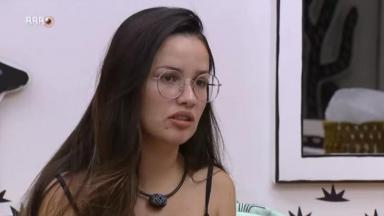 Juliette de óculos falando no quarto cordel do BBB21