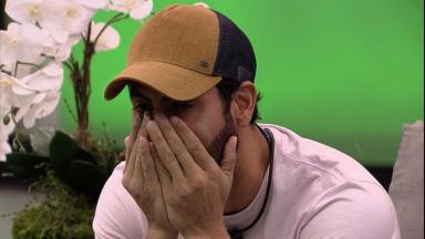 Rodolffo chorando durante almoço do anjo no BBB21