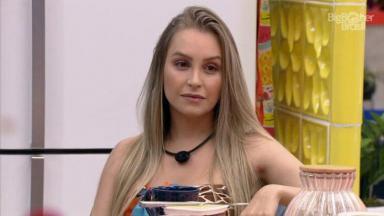Carla Diaz está na cozinha do BBB21