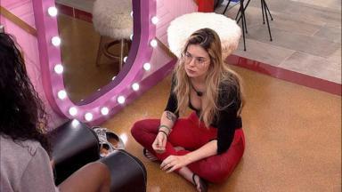 Viih Tube e Camilla de Lucas conversando no camarim