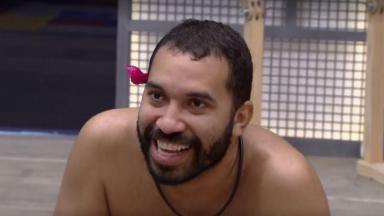 Gilberto sorrindo