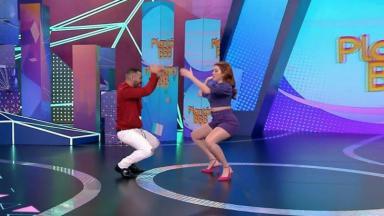 Gilberto dança com Ana Clara