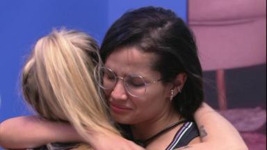 Juliette chora abraçada com Viih Tube ao deixar prova do líder