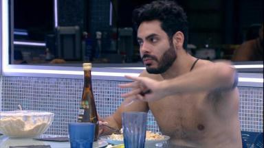 Rodolffo está na cozinha do BBB21